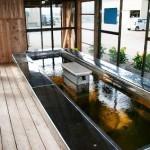 足湯でポカポカ。 デイサービス利用者以外も利用できます。